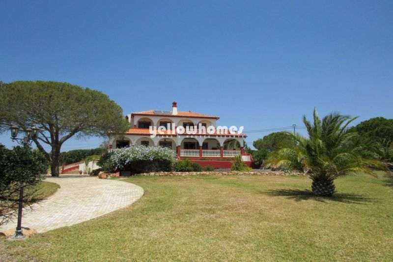 Stunning 5-bed villa with fabulous panoramic sea-views near Carvoeiro